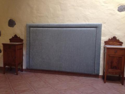 Cabecero de cama con tachuelas